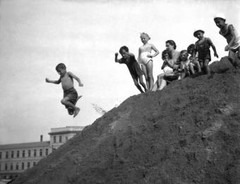 gbc_2537_Darsena // Bambini alla darsena del Naviglio Grande. Milano, 1948